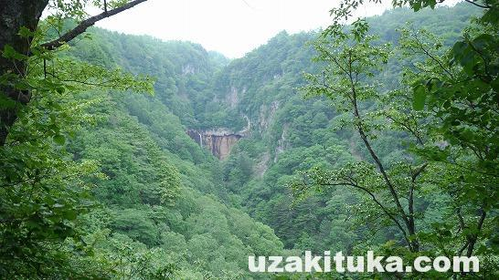 「香草温泉(無料)」群馬県【野湯】滝登りしないとたどり着けない山奥にある小さな温泉だが絶景