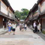 「美しい出格子がある古い街並み」石川県:ひがし茶屋街